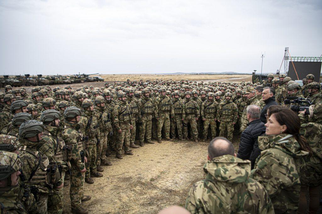 "Orbán besucht Militärübung: ""Starkes Heer, starkes Land!"" – FOTOS! post's picture"