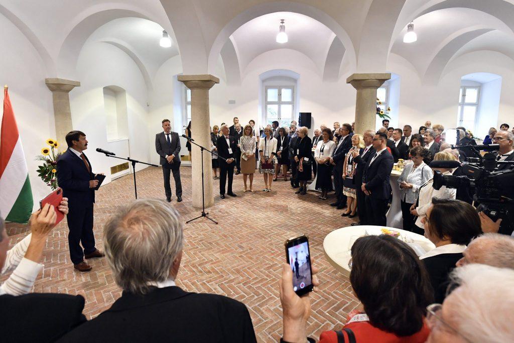 """Staatspräsident an """"Freunde von Ungarn"""": """"Mit Talent, Willen und Glauben werden wir nicht nur die Epidemie besiegen, sondern auch einen Neuanfang schaffen"""" post's picture"""