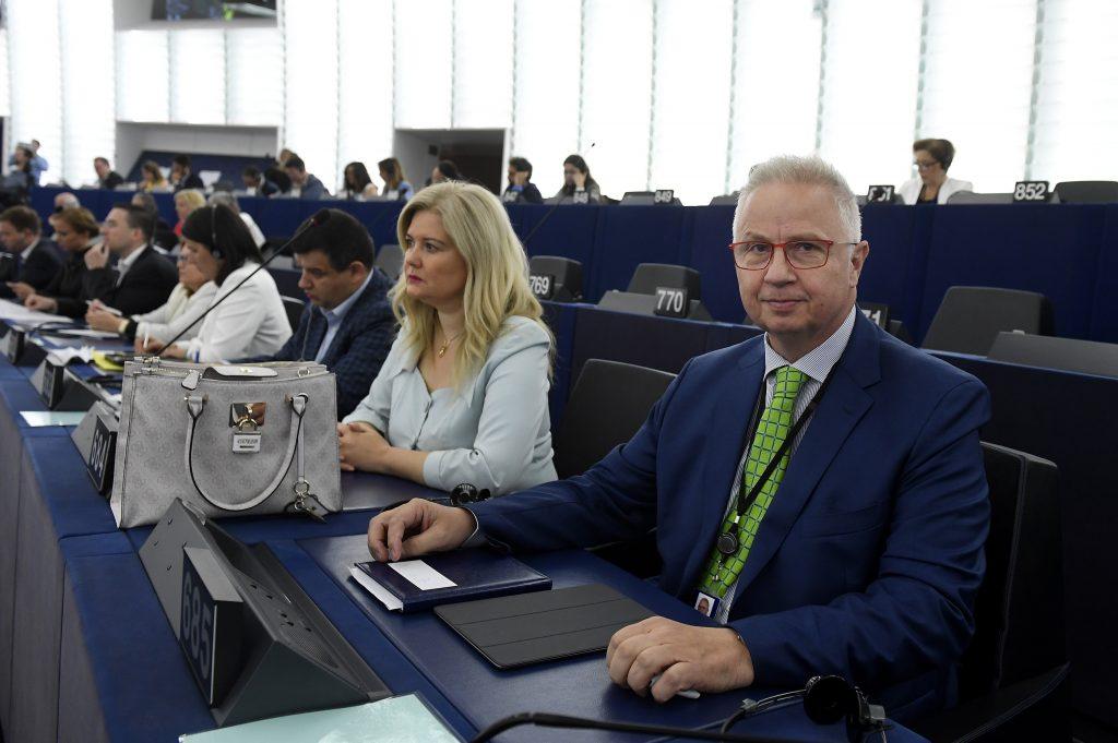 Fidesz EP-Fraktion verspricht, nationale Verfassungen zu verteidigen post's picture