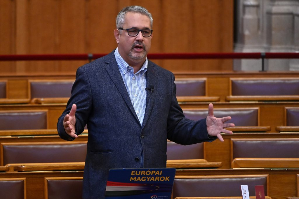 DK: Ukrainische Bürger erhalten 200.000-300.000 Forint Rente post's picture