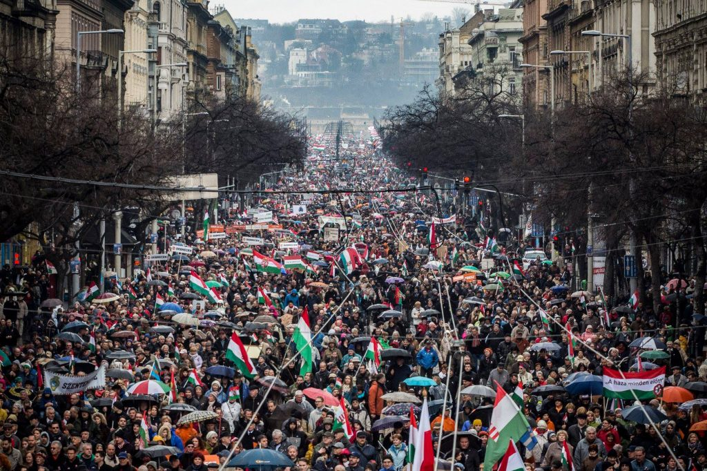 Nationalfeiertag: Auch Siebenbürger nehmen am Friedensmarsch teil, Virologe besorgt post's picture