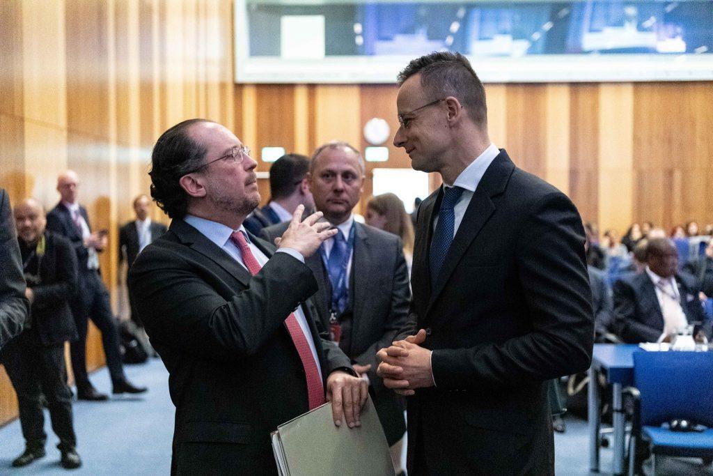 Außenminister bedauert Kurz-Rücktritt post's picture