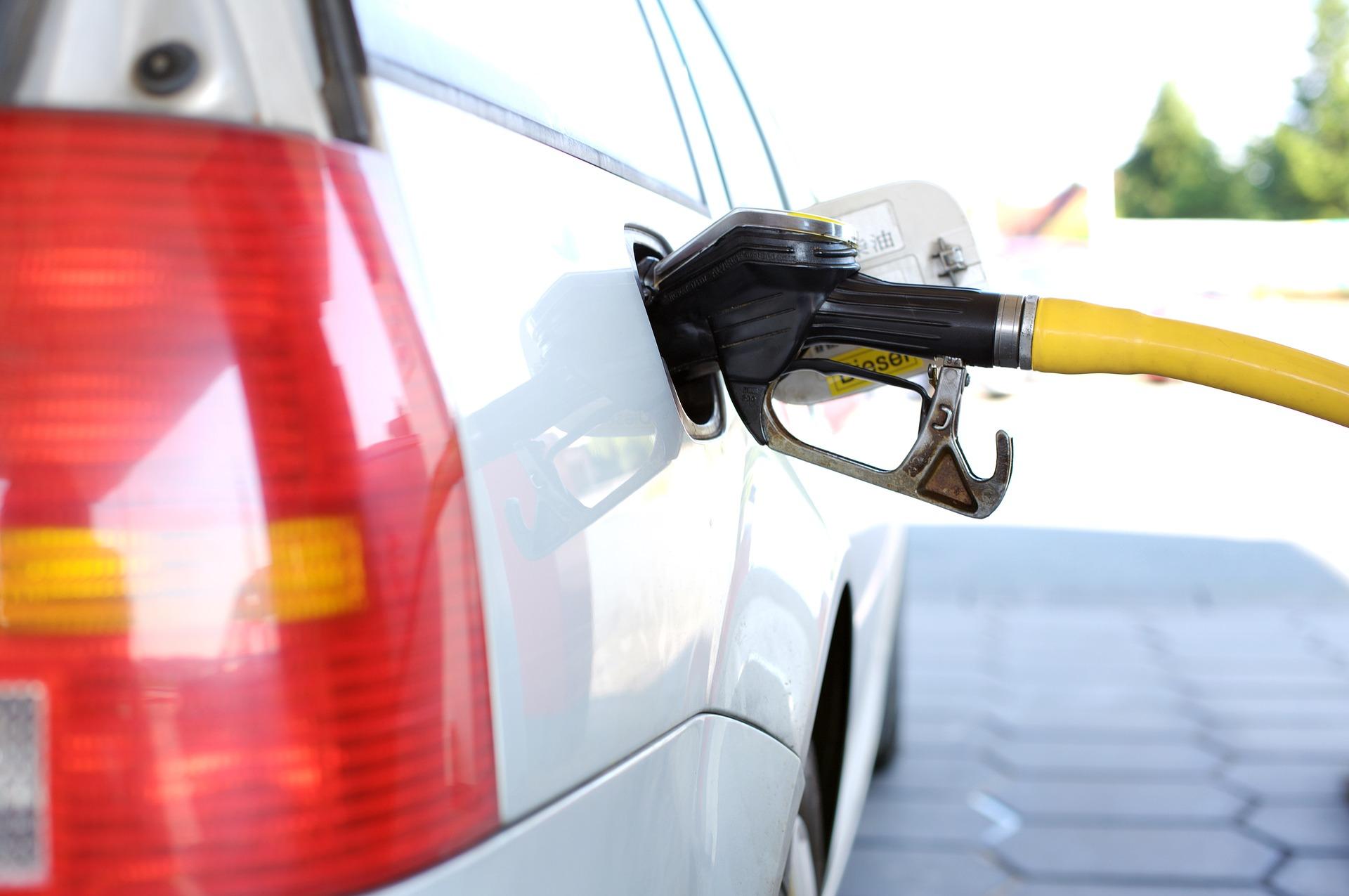 Benzinpreis nähert sich psychologischer Grenze von 500 Forint an